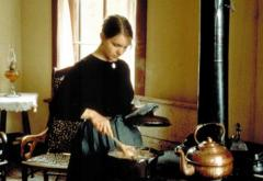 Interpreters in the house show the tasks of early farm women, like cooking.